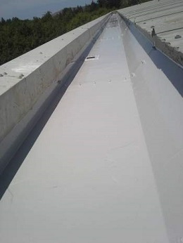 2. Holdsworth Roofing Gallery: Lining of industrial metal gutters 02
